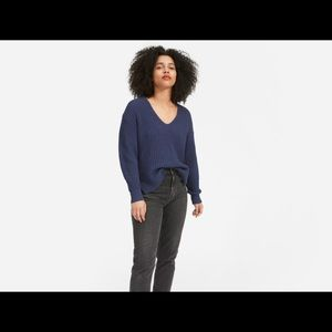 EVERLANE the texture cotton V neck in navy